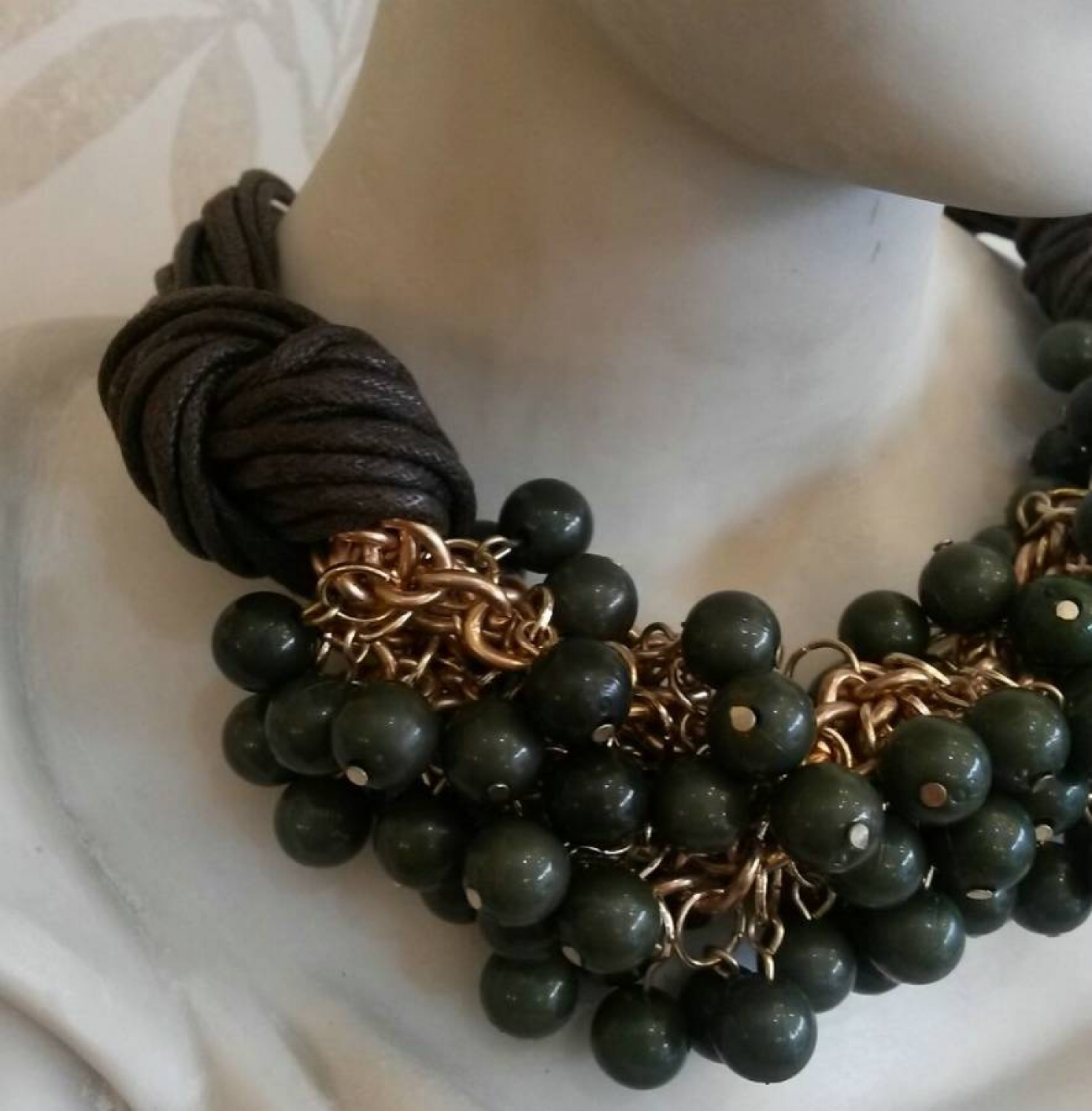 Spanish green wooden bead necklace with rope chain