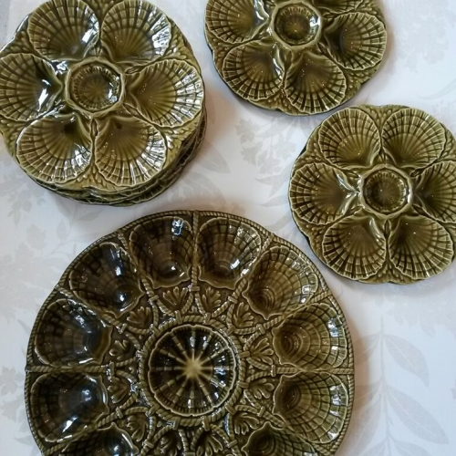 8 Green oyster plates