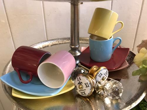 Set of 4 pastel espresso cups & saucers